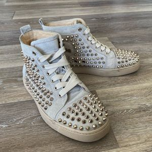 CHRISTIAN LOUBOUTIN Suede Studded Louis sneaker
